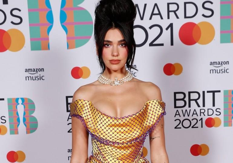 Hviezdou Brit Awards 2021 bola Dua Lipa. Inšpirovala ju zosnulá kolegyňa!