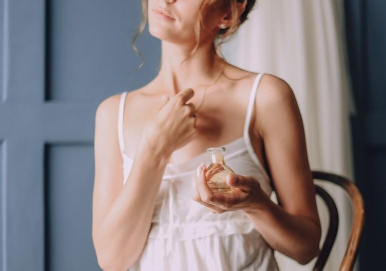 Kúzlo správnej dámskej vône: Ktoré parfumy muži najviac ocenia?