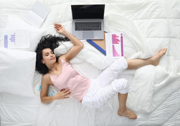 Odmietate aj napriek únave v noci spánok a miesto neho vytiahnete radšej mobil? Dávajte pozor, je to nový typ prokrastinácie