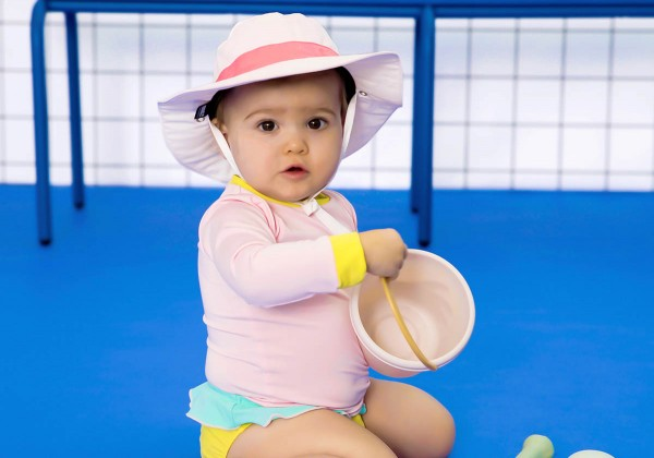 Povinná letná výbava pre malé deti – vieme čo ich poteší a ochráni zároveň