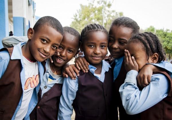 """Slováci pomáhajú v Afrike: """"Mnohé deti žijú v nepredstaviteľných podmienkach a vzdelanie im zabezpečuje cestu z chudoby."""""""