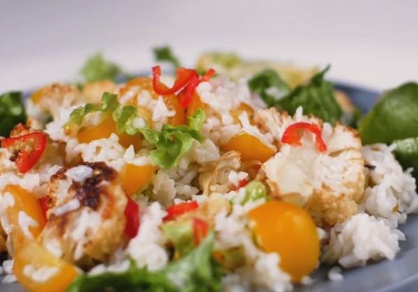 Hľadáte recept na chutnú a vyváženú večeru? Vyskúšajte tento šalát, ktorý máte hotový za pár minút