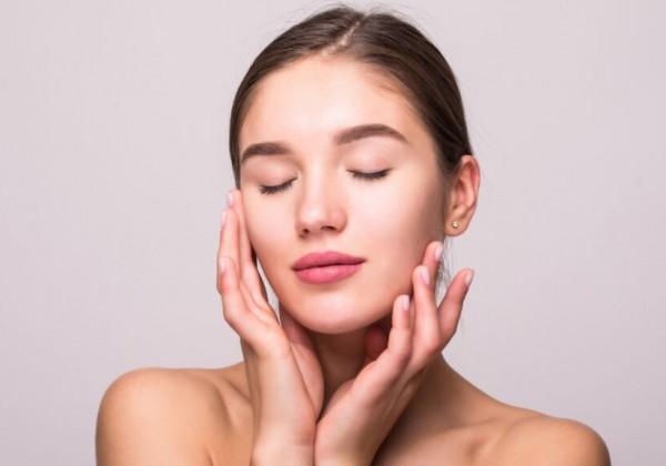 Dermatologička radí: Tento desaťsekundový domáci test odhalí skutočný vek vašej pleti
