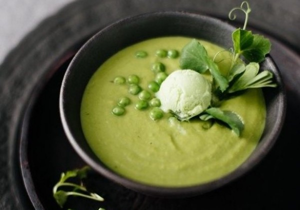 Hráškovo-špenátová polievka pre celú rodinu.